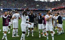 שחקני נבחרת צרפת חוגגים את ההעפלה לחצי הגמר צילום(AFP)