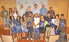 """הסטודנטים שקיבלו מלגה עם מנכ""""ל מפעל הפיס, עמרי לוטן צילום(איקי מימון)"""