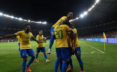 דני אלבס ושחקני נבחרת ברזיל צילום(Pedro Vilela/Getty Images)