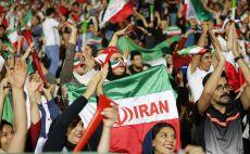 אוהדת איראנית צילום(ATTA KENARE/AFP/Getty Images)