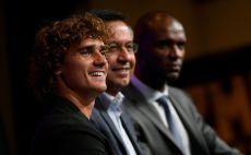 אנטואן גריזמן, ג'וזף מריה ברתומאו, אריק אבידאל צילום(LLUIS GENE/AFP/Getty Images)