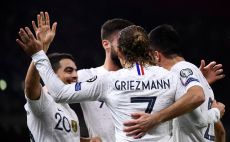 שחקני נבחרת צרפת חוגגים צילום(FRANCK FIFE/AFP via Getty Images)