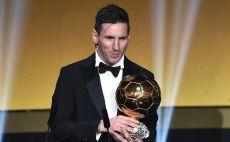 ליאו מסי עם כדור הזהב (2015) צילום(FABRICE COFFRINI/AFP via Getty Images)