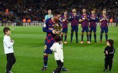 ליאו מסי עם כדור הזהב צילום(JOSEP LAGO/AFP via Getty Images)