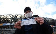 אוהד בסן פאולו, נאפולי מול ברצלונה צילום( Tullio Puglia - UEFA / Contributor)