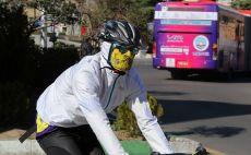 רוכב אופניים, נגיף הקורונה צילום( ATTA KENARE/AFP via Getty Images)