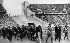 היטלר נכנס לאצטדיון האולימפי בברלין צילום(Gettyimages)