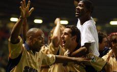 שחקני ארסנל 2001/02 צילום(Odd Andersen/AFP via Getty Images)