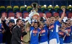 נאפולי מניפה את הגביע האיטלקי צילום(FILIPPO MONTEFORTE/AFP via Getty Images)