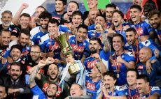 נאפולי מניפה גביע צילום(FILIPPO MONTEFORTE/AFP via Getty Images)