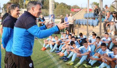 וילי רוטנשטיינר עם ילדי האקדמיה לכדורגל