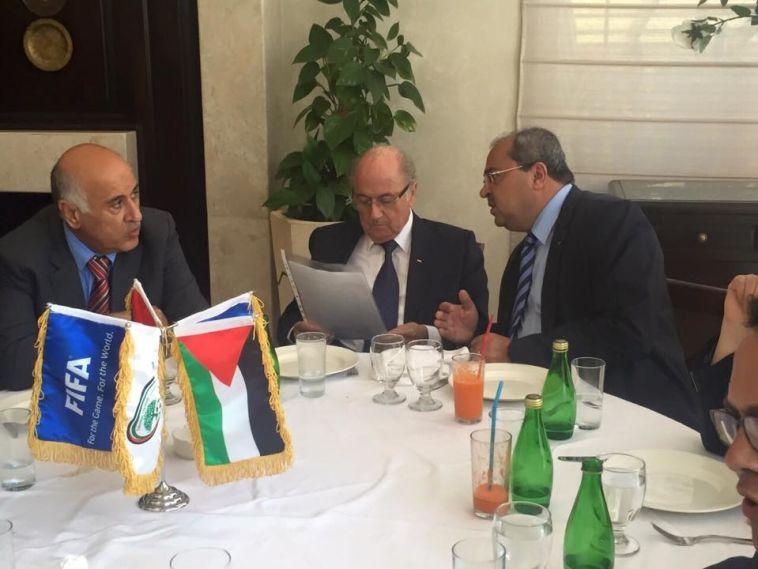 אחמד טיבי דרש מבלאטר לטפל בגזענות במגרשים בישראל