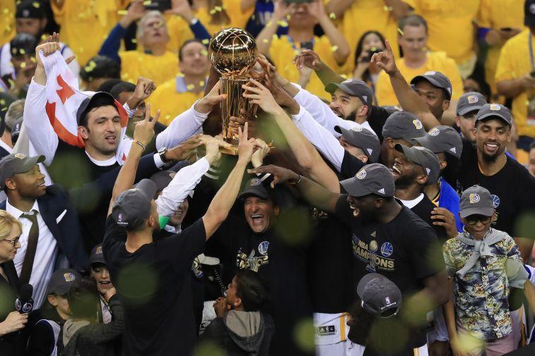 בפעם החמישית בתולדותיה: גולדן סטייט אלופת ה-NBA