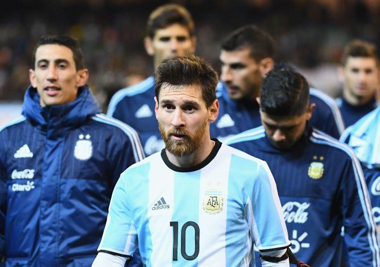 """""""זו הטרגדיה של מסי"""": ההשוואה למראדונה והיחס מהארגנטינאים"""