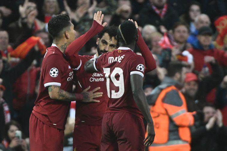 מוחמד סלאח חוגג עם שחקני ליברפול