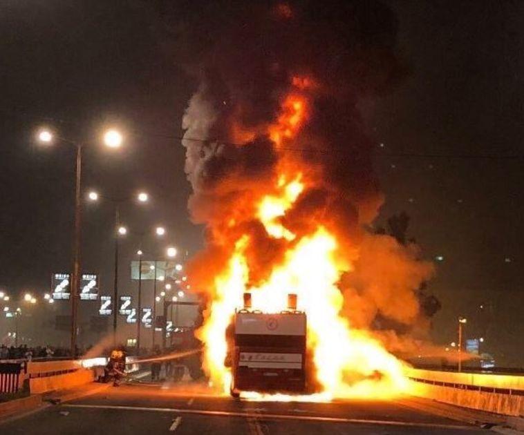 במהלך החגיגות: אוהדי הכוכב האדום שרפו את אוטובוס הקבוצה