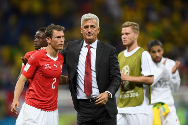 מאמן שווייץ ולדימיר פטקוביץ' עם שטפן ליכטשטיינר