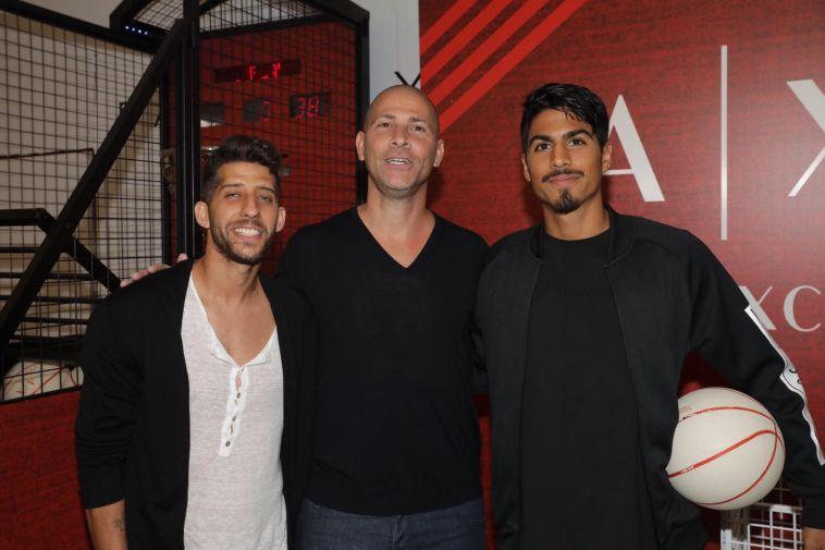 בדרך לאליפות: שחקני מכבי תל אביב בכדורגל קולעים לסל