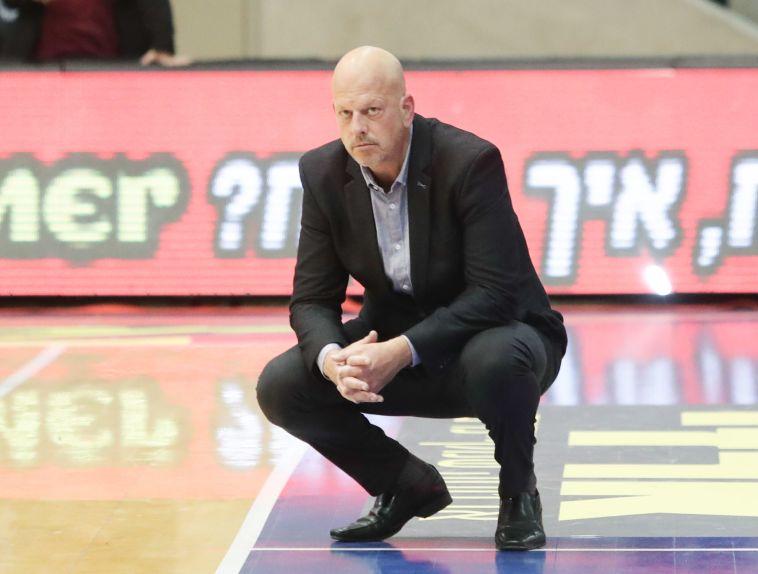 """הדר ללא מעצורים: """"הכדורסל הישראלי מושחת, אוסף של מטומטמים"""""""