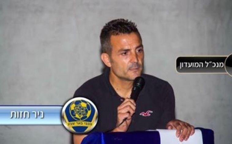 """רק בישראל: שלושת השוערים לא הופיעו, המנכ""""ל עמד בין הקורות"""
