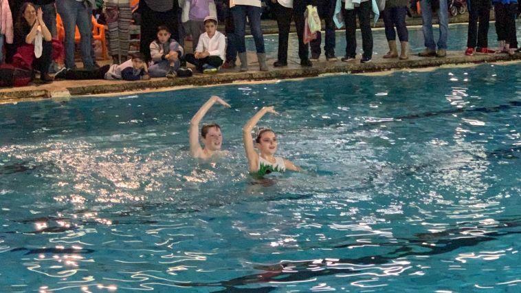 טים גלושקוב צים ואלכסנדרה לרמן המנצחים הראשונים בישראל בשחייה צורנית מעורבת