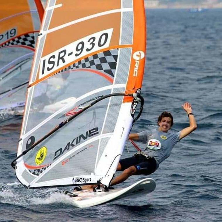 אלוף העולם לנוער נלכד במלכודת דייגים ונפצע בלב ים