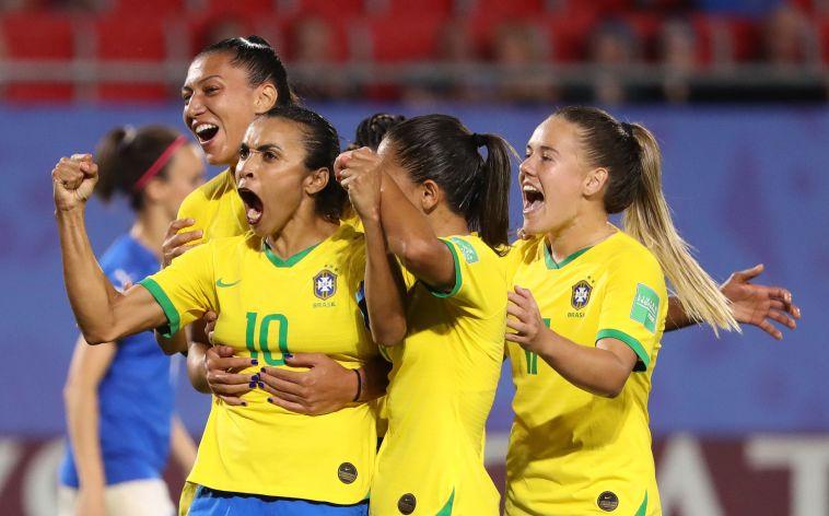 היסטוריה: מרתה הברזילאית כבשה 17 שערים בגביעי העולם