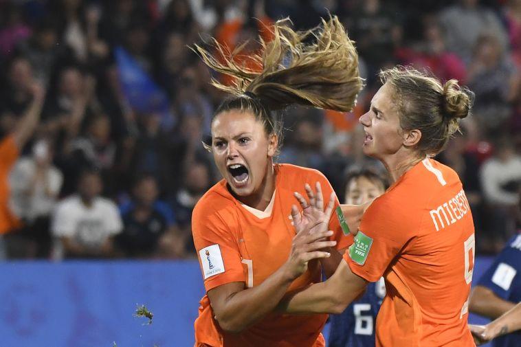 שחקניות נבחרת הולנד חוגגות