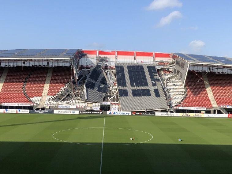 מזל שזה לא קרה בזמן משחק: הגג באצטדיון של אלקמאר קרס