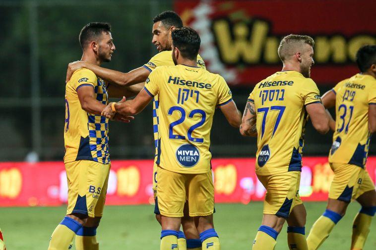 """יאניוטיס נפצע, מכבי ת""""א בגמר גביע הטוטו אחרי 0:1 בק""""ש"""