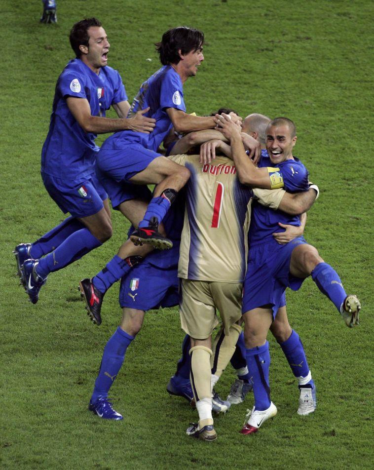 בופון במרכז החגיגה האיטלקית ב-2006. זכה כמעט בכל תואר