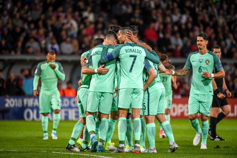 שחקני נבחרת פורטוגל חוגגים (AFP)