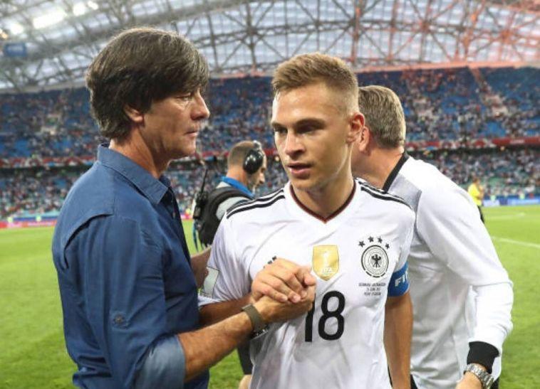 יואכים לאב עם ג'ושוע קימיך. מקום ראשון (AFP)