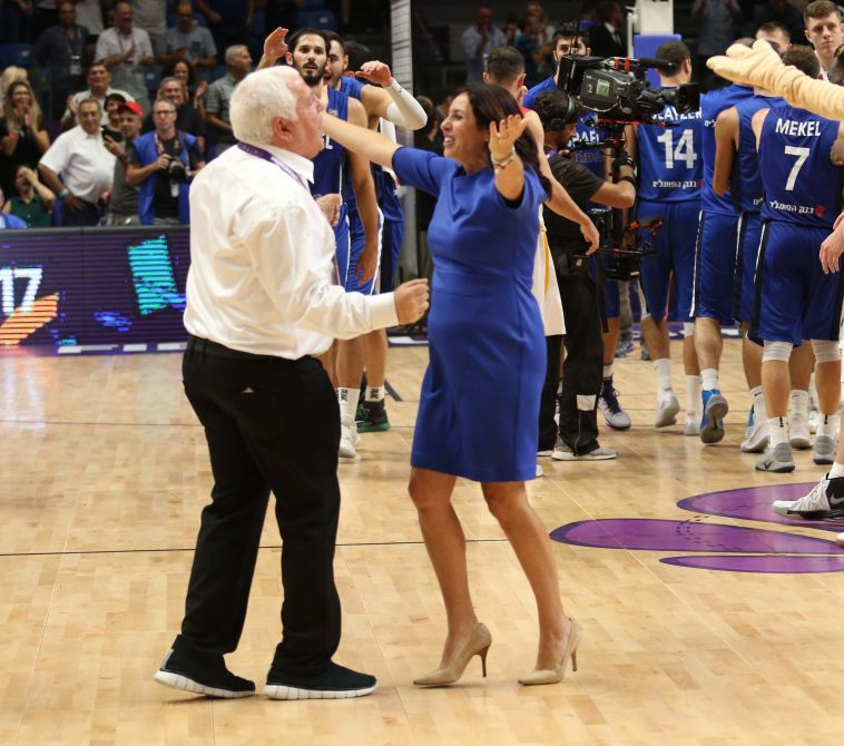 מירי רגב רוקדת עם פיני גרשון (עדי אבישי)