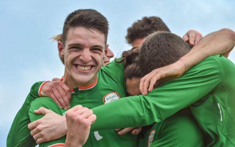 שחקני אירלנד חוגגים ניצחון קל (טוויטר)