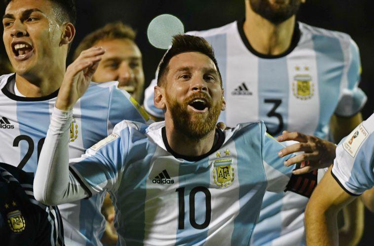 """ליאו מסי חוגג. """"מזל שיש לו אזרחות ארגנטינאית"""" (AFP)"""