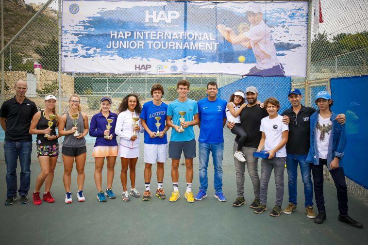 """הזוכים בטורניר הטניס הבינלאומי לנוער בחיפה (יח""""צ)"""