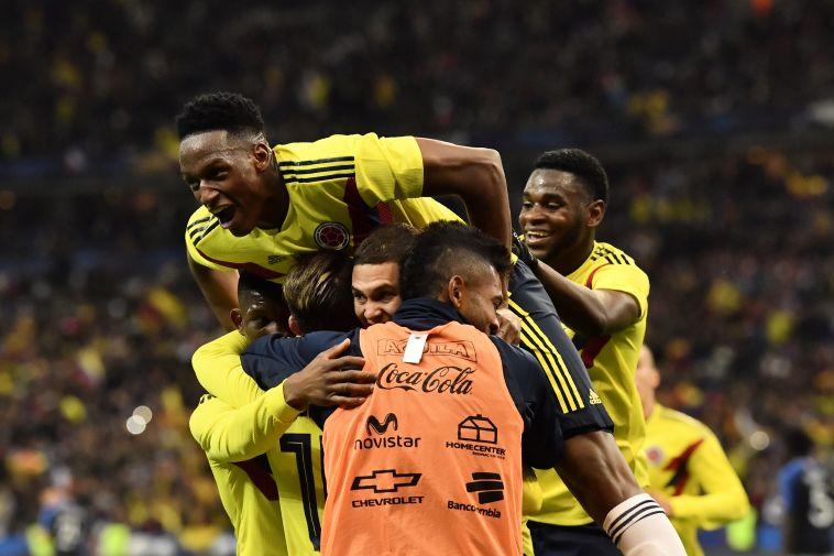 שחקני נבחרת קולומביה חוגגים. איך זה יבוא לידי ביטוי במונדיאל? (AFP)
