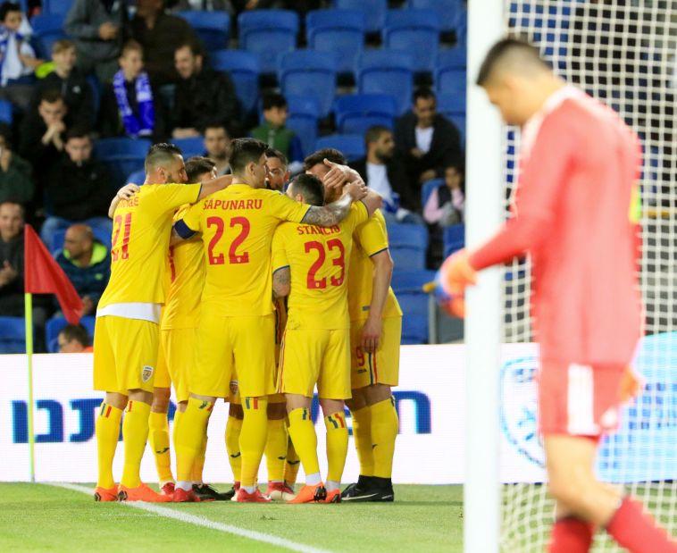 שחקני נבחרת רומניה לאחר ה-1:2 על ישראל (ערן לוף)