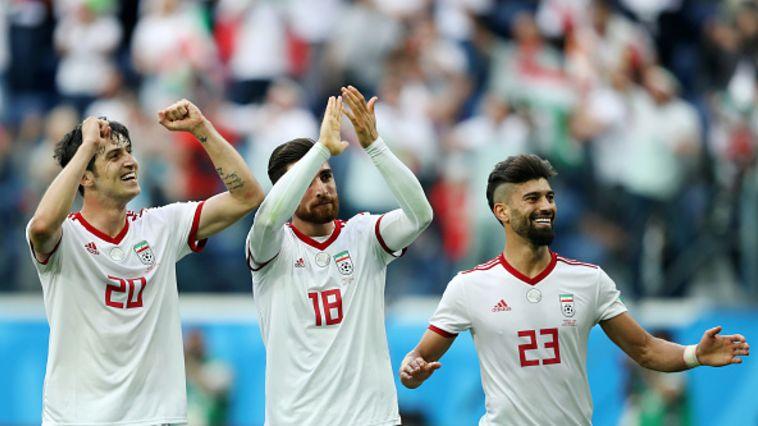 שחקני נבחרת איראן חוגגים. ניצחון ספורטיבי שישמחו להפוך לפוליטי (Gettyimages)