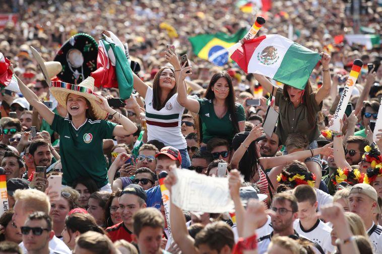 אוהדות נבחרת מקסיקו. צובעות את רוסיה באדום, לבן וירוק (Gettyimages)
