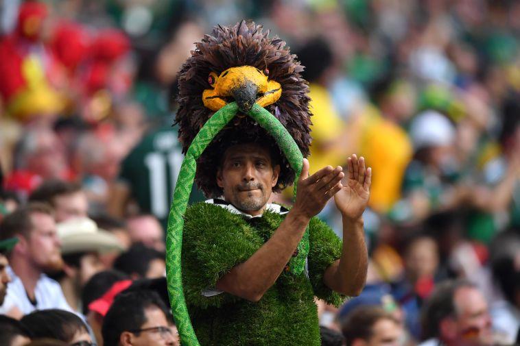 אוהד נבחרת מקסיקו. ניצחון ראשון על הגרמנים מזה 33 שנה (Gettyimages)
