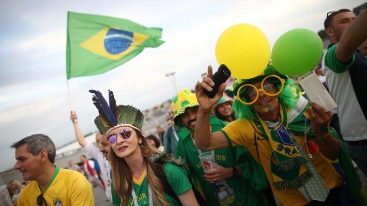 אוהדי נבחרת ברזיל בדרכם לאצטדיון (FIFA)