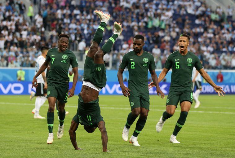 שחקני נבחרת ניגריה חוגגים. זה השער שיכול להעלות אותם לשמינית (Gettyimages)
