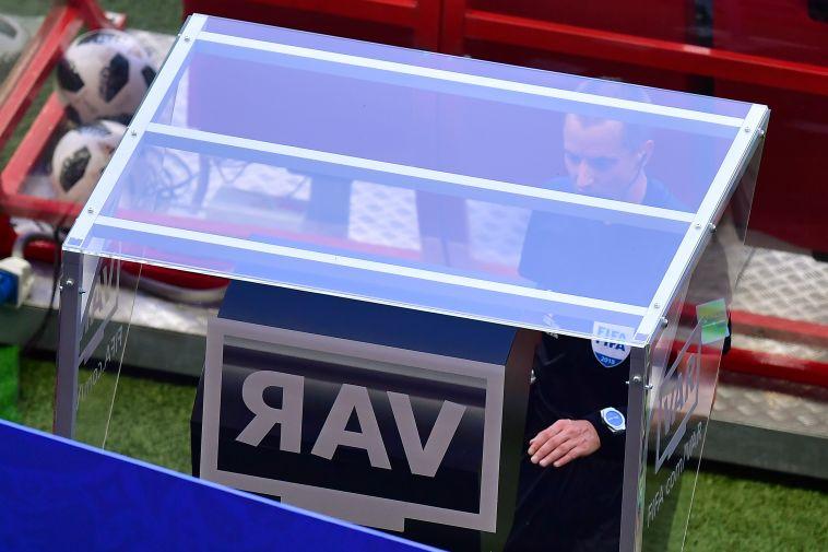 טלוויזיות ה-VAR. הכדורגל משתנה (AFP)