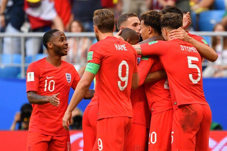 שחקני אנגליה חוגגים. הביאו את עצמם לרמת ביצוע בלתי נתפסת (AFP)
