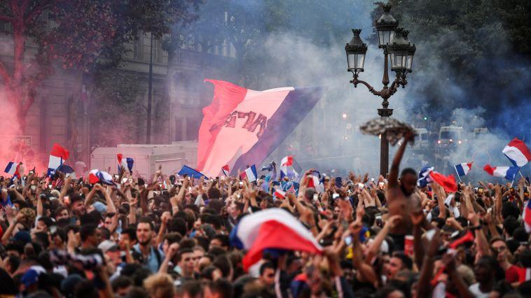 בפאריס מתכוננים לגמר (AFP)