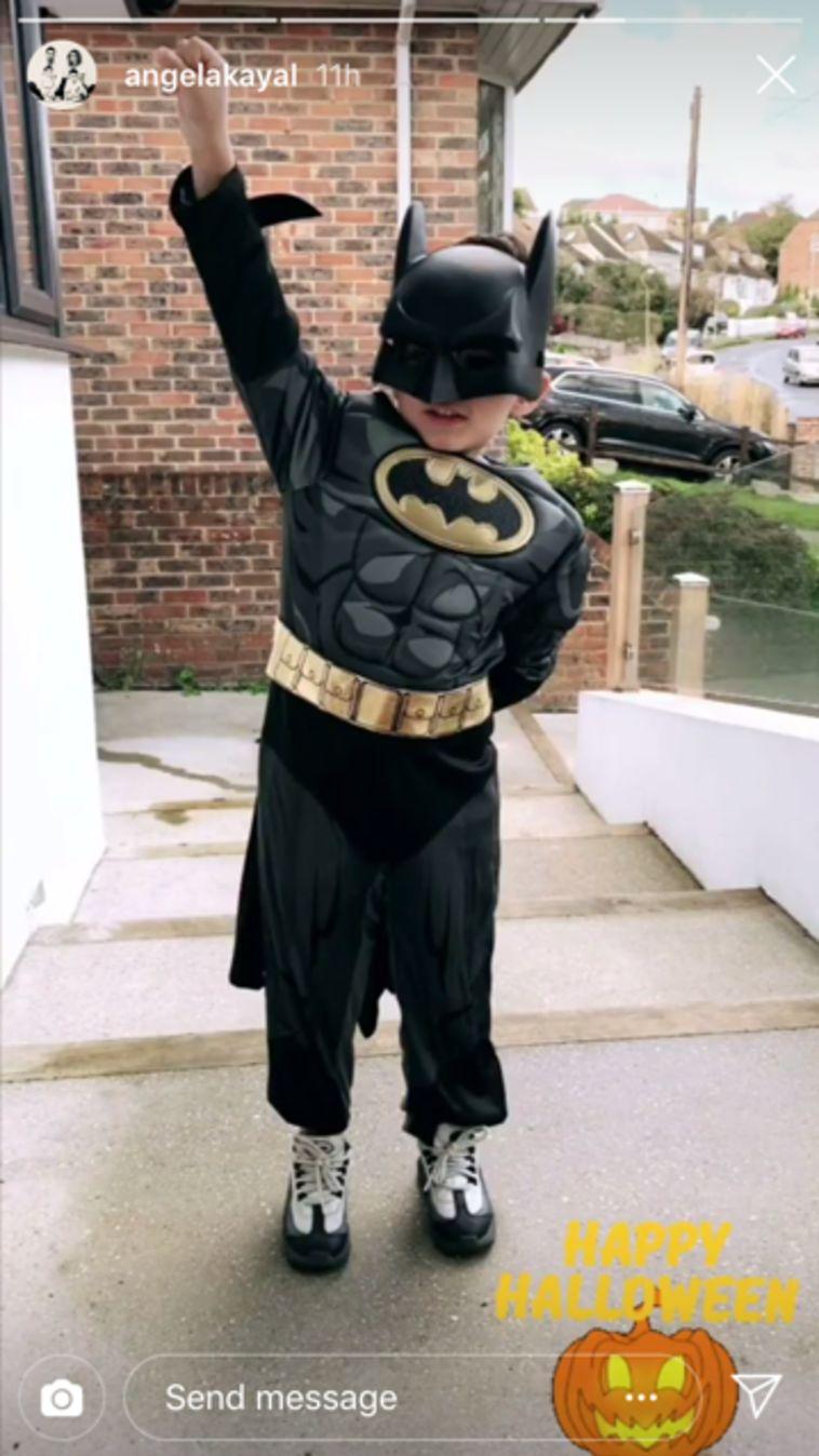 פירלו כיאל, בנם הבכור של בירם ואנג'לה כיאל, מחופש לגיבור העל האהוב עליו - באטמן