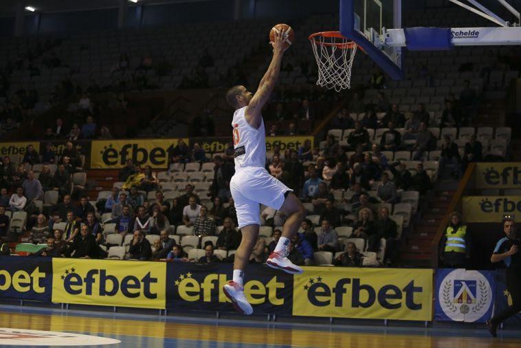 ג'ראלד לי. היה שם בדקות המכריעות (FIBA)