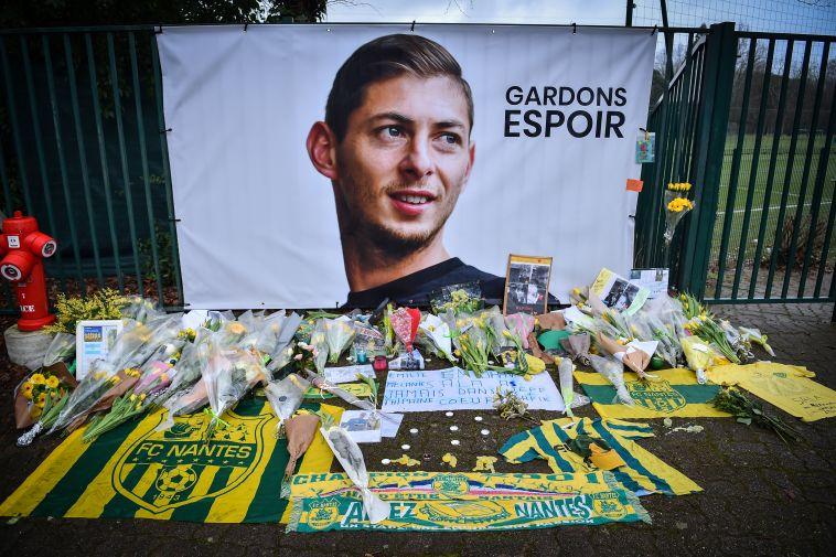 אנדרטה לזכרו של החלוץ. ממצאים גילו כי נחשף לגז בטרם התרסק (AFP/GettyImages)